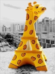 giraffe eiffel